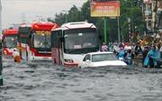Mưa lớn gây ngập sâu nhiều tuyến phố ở TP Hồ Chí Minh