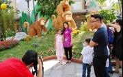 Nhộn nhịp chiều cuối năm tại đường hoa Nguyễn Huệ