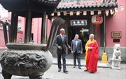 Hình ảnh Tổng thống Mỹ tới thăm Chùa Phước Hải