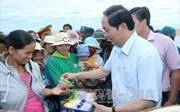Chủ tịch nước Trần Đại Quang thăm làng chài Phú Yên