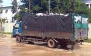 Đổ trộm chất thải công nghiệp vào khu dân cư