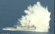 Tàu chiến Mỹ về hưu bị dập vùi trong mưa bom, bão tên lửa