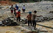 Tình người trong lũ dữ ở Lào Cai