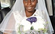 Cô dâu tự tin để mặt mộc kết hôn