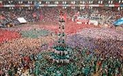 Nín thở xem xây tháp người ở Tây Ban Nha
