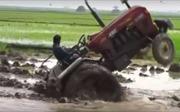 Tròn mắt xem nông dân Ấn Độ khoe tài lái máy kéo