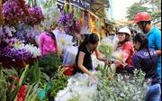 Chợ hoa tấp nập ngày Phụ nữ Việt Nam