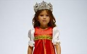 Bé gái 4 tuổi nói thạo 7 thứ tiếng khiến cả thế giới ngưỡng mộ
