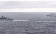 Tàu Anh bám riết khu trục hạm Nga