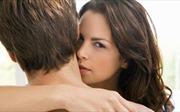 Vợ câm nín chứng kiến chồng vui vẻ bên nhân tình