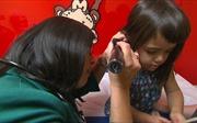 Chuyên gia: Không nên dùng tăm bông lấy ráy tai