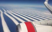 Lạ lùng, mây 'xếp hàng' thẳng tắp ở Australia