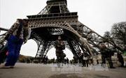 Lo ngại khủng bố, Pháp bọc kính chống đạn quanh Tháp Eiffel