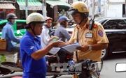 Điều khiển xe máy khi có bằng lái xe ô tô có bị phạt?
