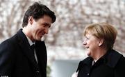 Bà đầm thép Merkel 'rụng tim' trước vẻ điển trai của Thủ tướng Canada