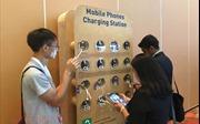 Vì sao không nên sạc pin điện thoại nơi công cộng?