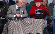 Bí mật chiếc túi xách 'cứu nguy' cho Nữ hoàng Anh
