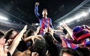 Bạn gái Messi 'hết hồn' vì bị fan bao vây