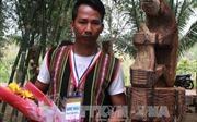 'Gấu bẻ măng' giành giải nhất hội thi tạc tượng gỗ dân gian Tây Nguyên