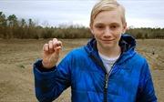 Cậu bé đào được kim cương triệu USD tại công viên