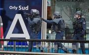 Cận cảnh diễn biến vụ cướp súng ở sân bay Orly, Pháp