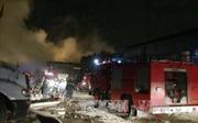 Dập tắt đám cháy xưởng rộng 1.000 m2 trong đêm tại TP Hồ Chí Minh