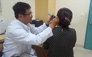Dễ viêm tai ngoài do dùng bông ráy tai không đúng cách