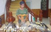 Dùng đò vỏ sắt vận chuyển 9 thùng 'hàng nóng' từ Trung Quốc về Việt Nam