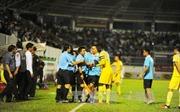 Trọng tài 'bẻ còi', Hoàng Anh Gia Lai thua ngược FLC Thanh Hóa 2 - 3