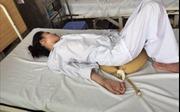 Dùng thuốc nam chữa bệnh khớp gối, nữ bệnh nhân bị liệt tứ chi