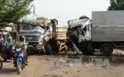 Bình Phước: Tránh hai bà cháu qua đường, xe tải và xe ben đấu đầu