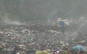 Quảng Trị: Bãi rác âm ỉ cháy, mùi hôi thối bay khắp vùng