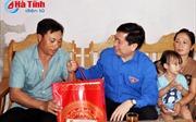 Bí thư Trung ương Đoàn thăm, tặng quà ngư dân tỉnh Hà Tĩnh