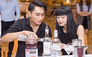 Á quân Vietnam's Next Top Model Huy Quang học làm cocktail
