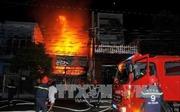 TP Hồ Chí Minh: Xe thang cứu hỏa giải thoát nhiều người trong đám cháy nhà cao tầng