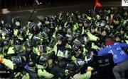 THAAD tới vị trí triển khai, dân Hàn Quốc giận dữ kéo tới cản trở