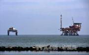 Giá dầu thế giới đi xuống tuần thứ hai liên tiếp