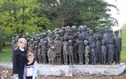 Thăm Khu di tích chiến tranh Lidice ở CH Séc