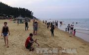 Biển Hà Tĩnh hút khách dịp đầu hè