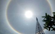Xuất hiện quầng sáng kỳ lạ quanh Mặt Trời ở Huế