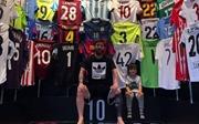 Lionel Messi công bố bộ sưu tập 'khủng' áo đấu của đối thủ