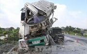 Hà Nam: Tai nạn giao thông nghiêm trọng, 2 tài xế tử vong