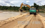 Kon Tum: Phát hiện doanh nghiệp ngang nhiên đắp đập trên sông để khai thác cát