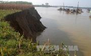 Hòa Bình: Tàu cuốc rầm rộ hút cát trên sông Đà, người dân chặn giữ xe doanh nghiệp