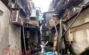 Phập phồng trong những chung cư tường nứt, trần bong, ngập ngụa rác thải ở Sài Gòn