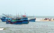 Bị tàu Philippines làm đứt dây dù căng gió, tàu cá Bình Định trôi dạt trên biển