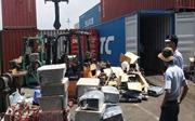 Lại phát hiện container chứa nhiều loại hàng điện tử đã qua sử dụng nhập lậu