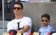 Lại nhờ đẻ thuê, lần này Cristiano Ronaldo gây sốc với 'cú đúp'