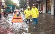 Hà Nội mưa lớn, ngập và ùn tắc tại nhiều tuyến đường