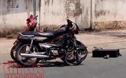 Đấu đầu xe máy, hai thanh niên nguy kịch tính mạng